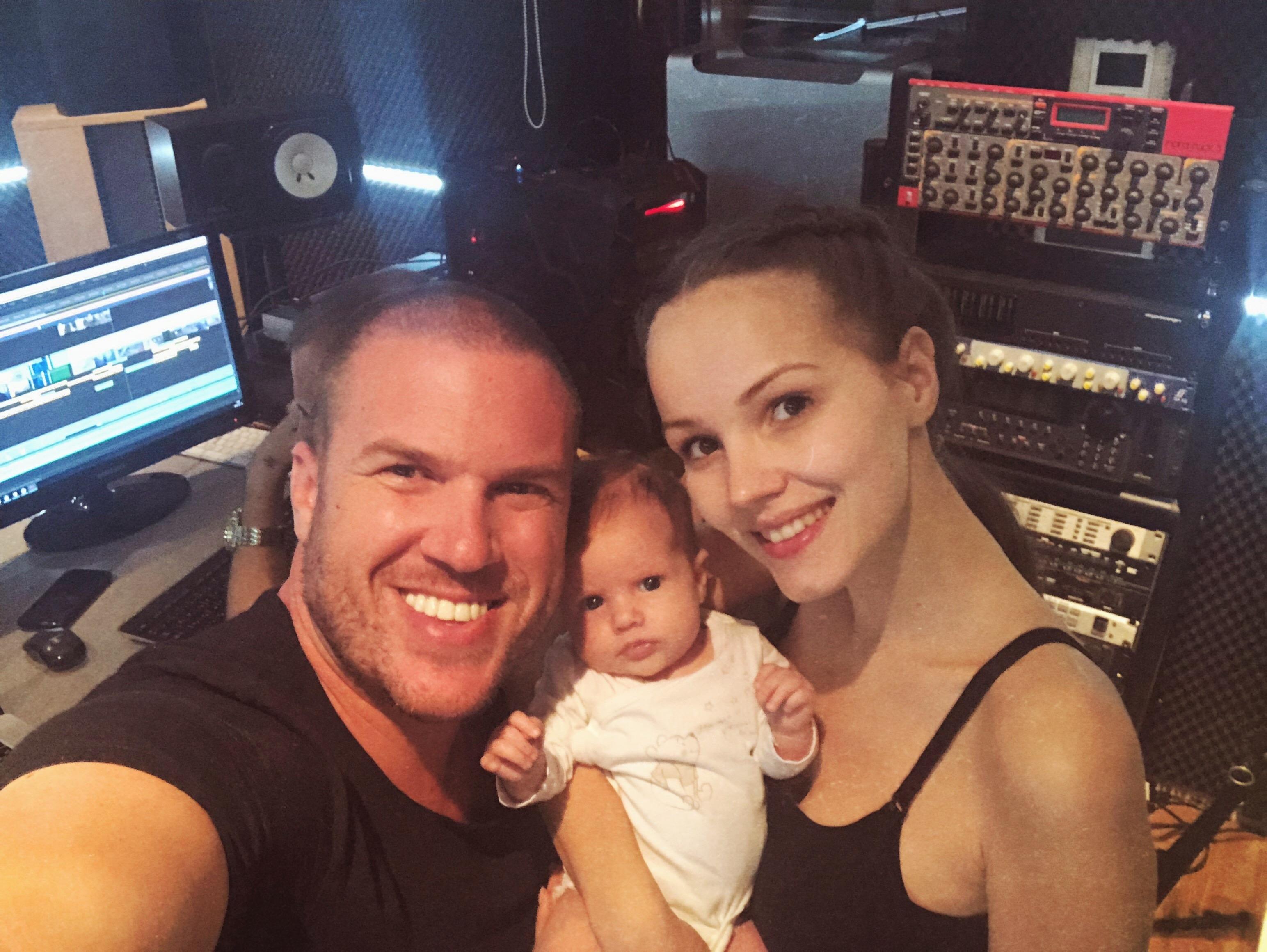 Lora Bella már a stúdióban Apukájával :)